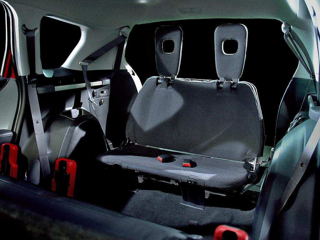 Фото Mitsubishi Outlander XL…