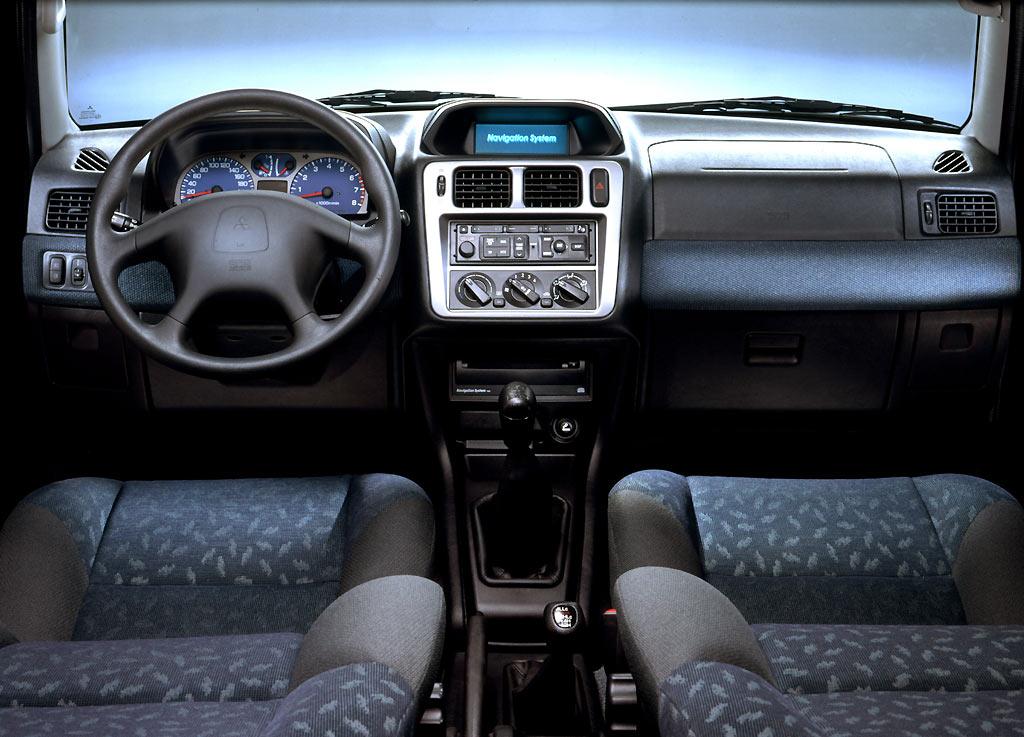 Car Picker  mitsubishi Montero iO interior images